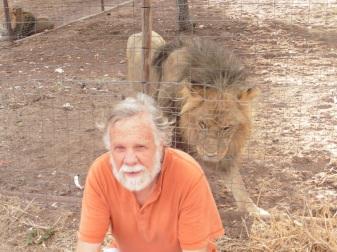 gary and black maned lion